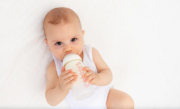 Хранене на новородено с адаптирано мляко