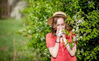 Как да се справим с алергиите към полени и цветен прашец