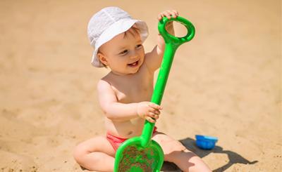 Как да предпазим бебето и кожата му от слънцето