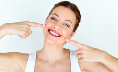 Как да имаме искрящо бяла усмивка